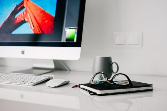 Funkcjonalne biurko do gabinetu