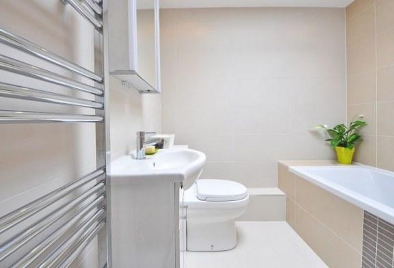 Jak dopasować kinkiety do łazienki